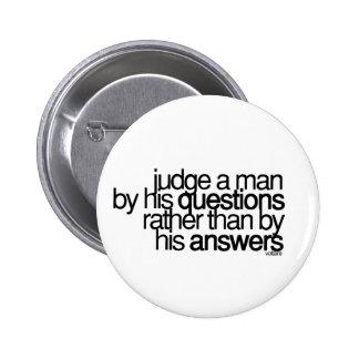 Juzgue a un hombre… Voltaire Pin Redondo 5 Cm
