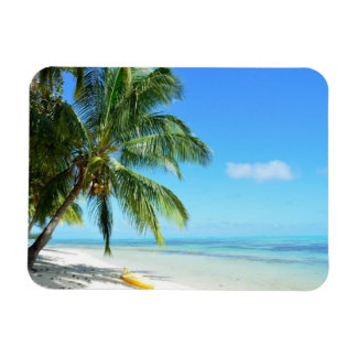 Kajak amarillo en un imán rectangular de la playa