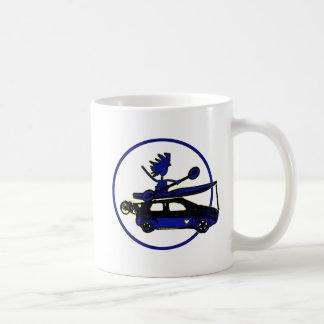 Kajak, bici, coche en azul taza de café