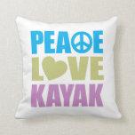 Kajak del amor de la paz almohadas