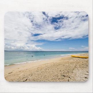 Kajak en la isla de mar del sur, Fiji Tapetes De Ratones