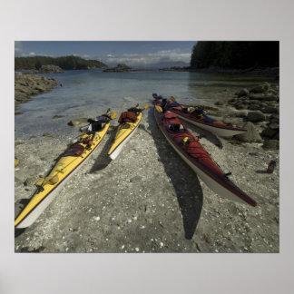 Kajaks en la isla de Dicebox, grupo de islas roto, Poster