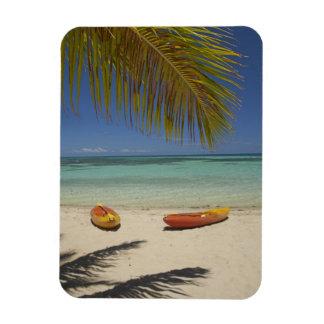 Kajaks en la playa, centro turístico isleño 2 de l imán de vinilo