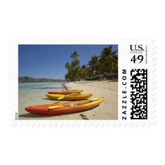 Kajaks en la playa, centro turístico isleño de la sellos