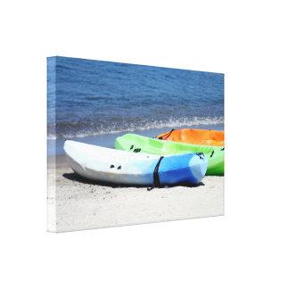 Kajaks en la playa impresiones de lienzo