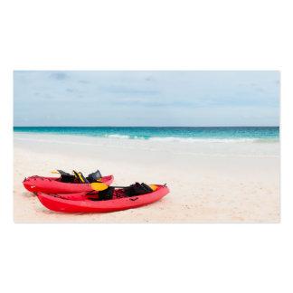 Kajaks en la playa tarjetas de visita