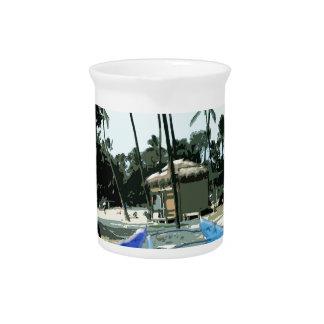 Kajaks en una playa hawaiana jarra para bebida