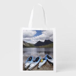 Kajaks, montaña y lago dove, cuna de la cuna bolsa de la compra