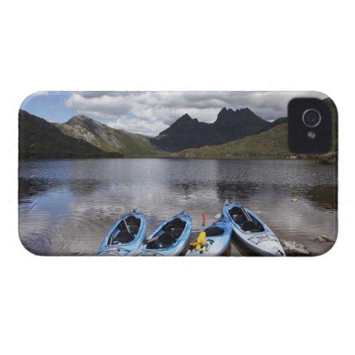 Kajaks, montaña y lago dove, cuna de la cuna iPhone 4 Case-Mate cobertura