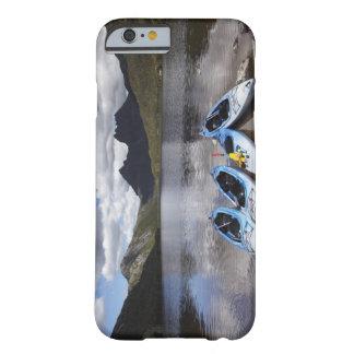 Kajaks, montaña y lago dove, cuna de la cuna funda barely there iPhone 6