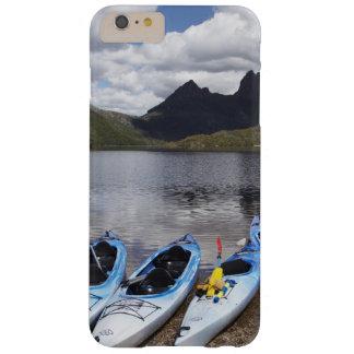 Kajaks, montaña y lago dove, cuna de la cuna funda barely there iPhone 6 plus