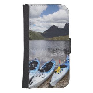 Kajaks, montaña y lago dove, cuna de la cuna billeteras para teléfono