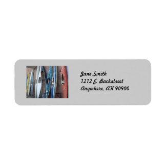 Kajaks traseros del callejón etiquetas de remite
