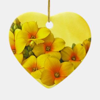 Kalanchoe amarillo - sol suculenta adorno navideño de cerámica en forma de corazón