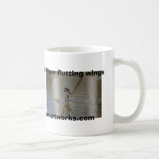 Kam-ilustraciones flutting de las alas del gaitero taza de café