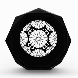 Kan-in chrysanthemum acrylic award