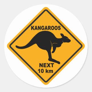 KangaROOS 10 kilómetros siguientes Pegatina Redonda