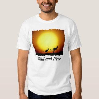 Kangaroos against the desert sun t shirt