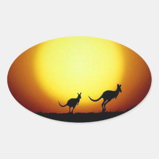KangaROOS en el australiano interior Pegatina Ovalada