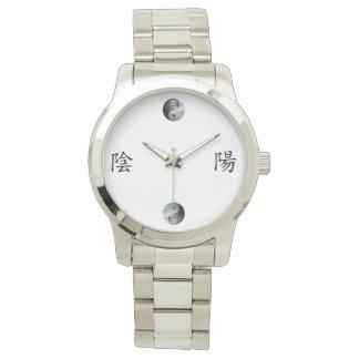 Kanji con la tierra y el cielo Yin Yang Reloj