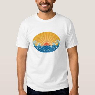 Kanjiz illustration : the rising sun and rough sea t-shirt