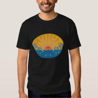 Kanjiz illustration : the rising sun and rough sea t shirt