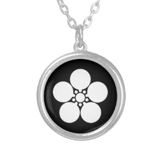Kanke umebachi silver plated necklace
