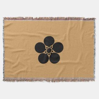 Kanke umebachi throw blanket