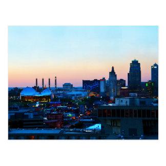 Kansas City céntrico, Missouri, en la puesta del Tarjetas Postales