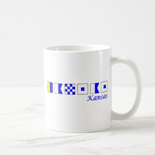 Kansas deletreó en el alfabeto náutico de la bande tazas de café