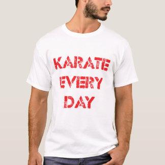 Karate cada camiseta del día