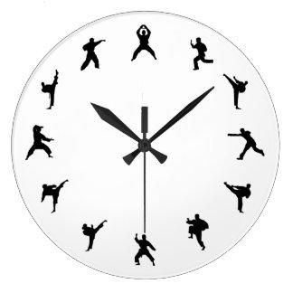 Karate de los artes marciales (negro, blancos) relojes de pared