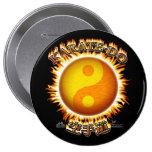 Karate-hace el Pin del botón de Yin/de Yang Sun