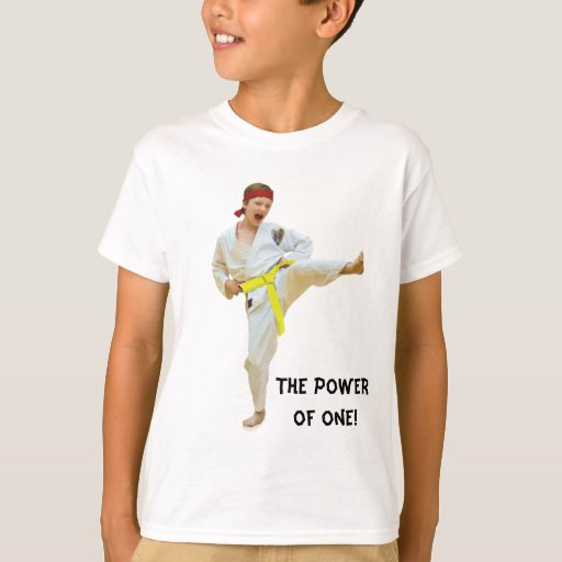 Karate que golpea con el pie, correa amarilla, poleras