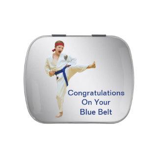 Karate que golpea el texto azul del personalizable frascos de caramelos