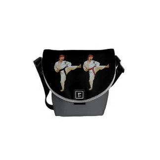 Karate que golpea la mini bolsa de mensajero cero  bolsas messenger