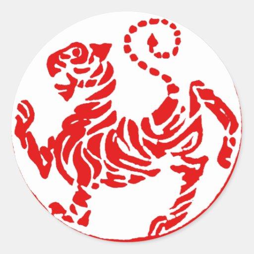 Karate rojo del japonés del tigre del sol naciente etiquetas redondas
