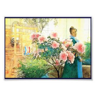 Karin con las flores rosadas y su telar fotografías