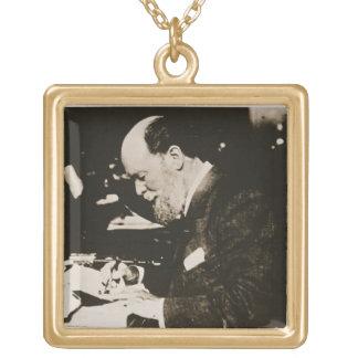 Karl Faberge (1846-1920) en el trabajo, siglo XX ( Colgante Cuadrado
