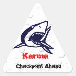 Karmas 1 pegatina triangular