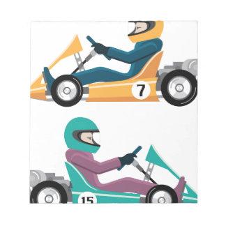 Karting va vehículo de la raza del carro con un bloc de papel