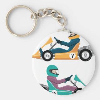 Karting va vehículo de la raza del carro con un llavero redondo tipo pin