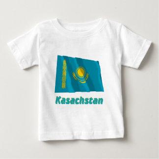 Kasachstan Fliegende Flagge mit Namen Tee Shirt
