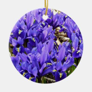 Katherine Hodgkin irisa la primavera púrpura azul Adorno Navideño Redondo De Cerámica