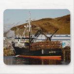 Katie K, barco del cangrejo en el puerto holandés, Alfombrillas De Ratones