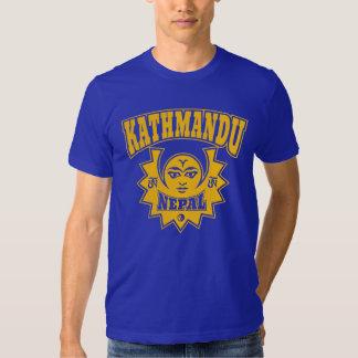 Katmandu Nepal Sun y símbolos de la luna Playera