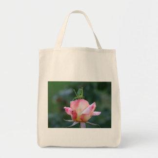 Katydid en la bolsa de asas color de rosa rosada