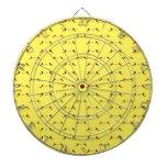 Kawaii lindo estupendo hace frente en amarillo tablero de dardos