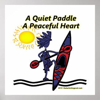 Kayak las ondas reservadas de una paleta póster