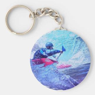 Kayaker del agua blanca llavero redondo tipo pin